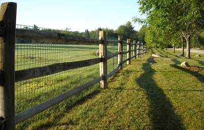 vinyl coated welded wire fence on wood podt & rail