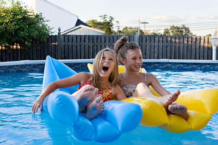safe fence for swimming pools